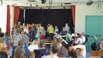 """""""Wir gratulieren"""" - Die Jüngsten der Musikschule bringen ein Ständchen"""